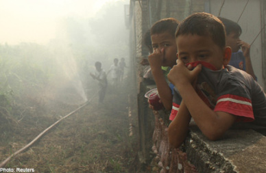 singapore-haze-elevates-to-worst-levels-till-now-indonesia-sends-planes-to-sumatra-global-annal